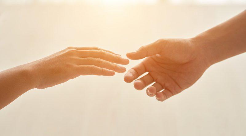jak pomagać potrzebującym